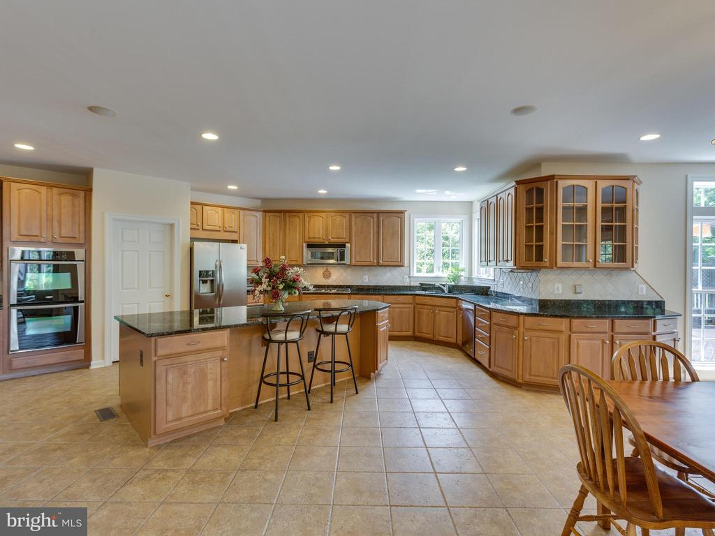 Double ovens and gas stove. - 42294 IRON BIT PL, CHANTILLY