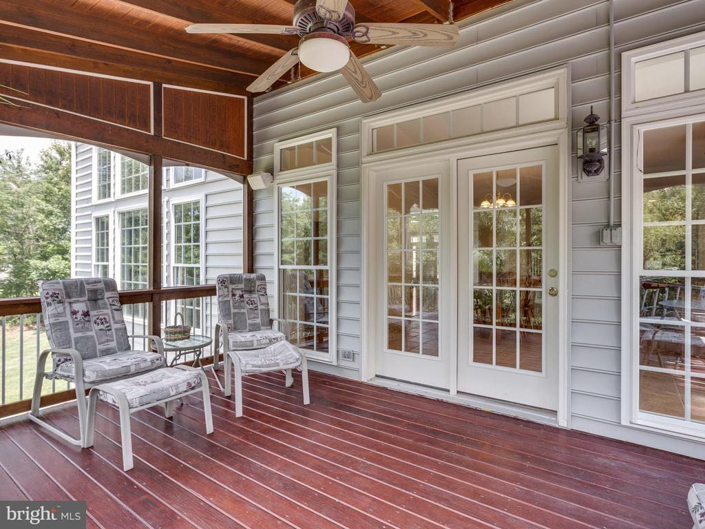 Screened-in porch is connected to kitchen. - 42294 IRON BIT PL, CHANTILLY