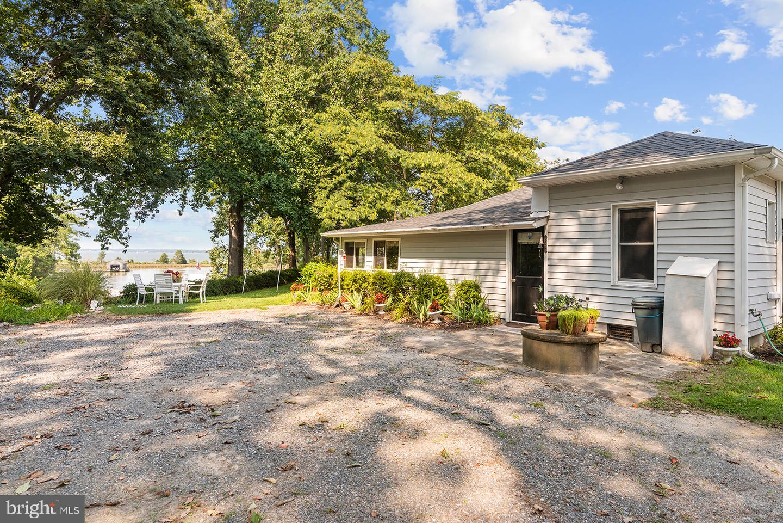 Single Family Homes для того Продажа на Topping, Виргиния 23169 Соединенные Штаты