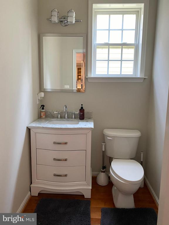 First floor powder room - 42939 PARK BROOKE CT, BROADLANDS