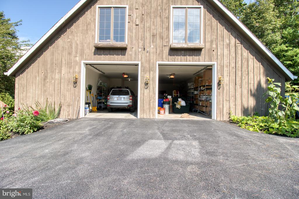 Outbuilding with 3 bedroom apartment above - 14016 HARRISVILLE RD, MOUNT AIRY