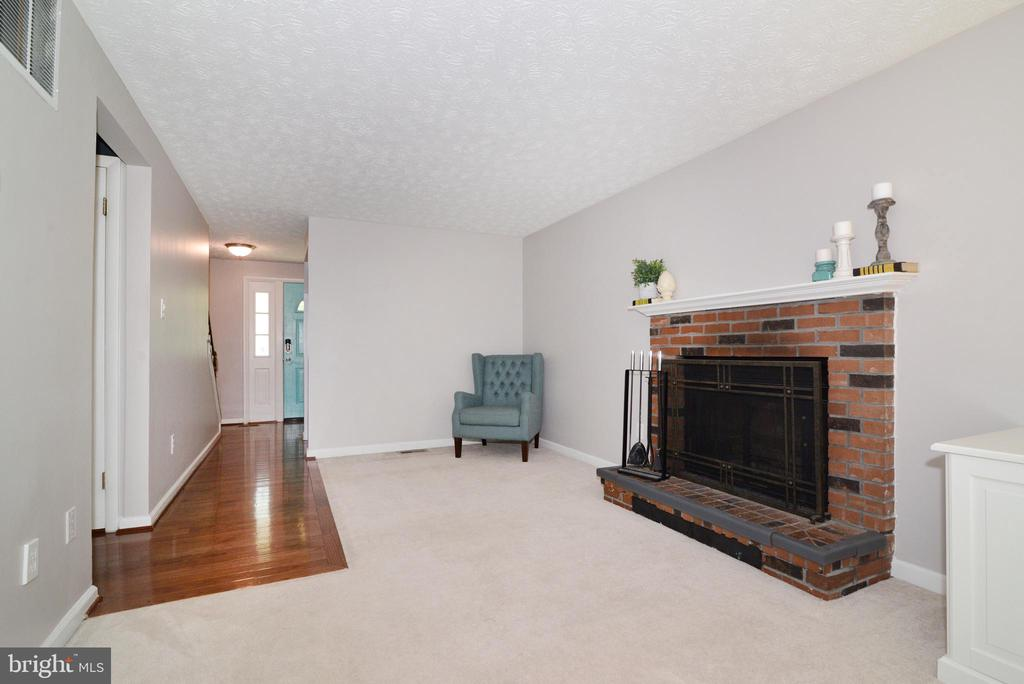 Living Room - 111 S DICKENSON AVE, STERLING