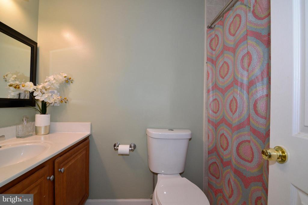 Hall Bath - 111 S DICKENSON AVE, STERLING