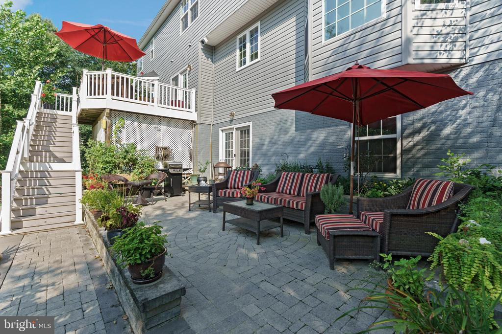 Welcome to paradise.  Inlaid block patio. - 12 BLOSSOM TREE CT, STAFFORD