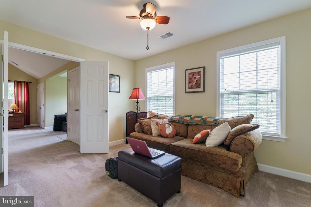Relax in master sitting room. - 12 BLOSSOM TREE CT, STAFFORD