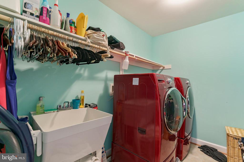 Upstairs laundry area with room for folding table - 12 BLOSSOM TREE CT, STAFFORD