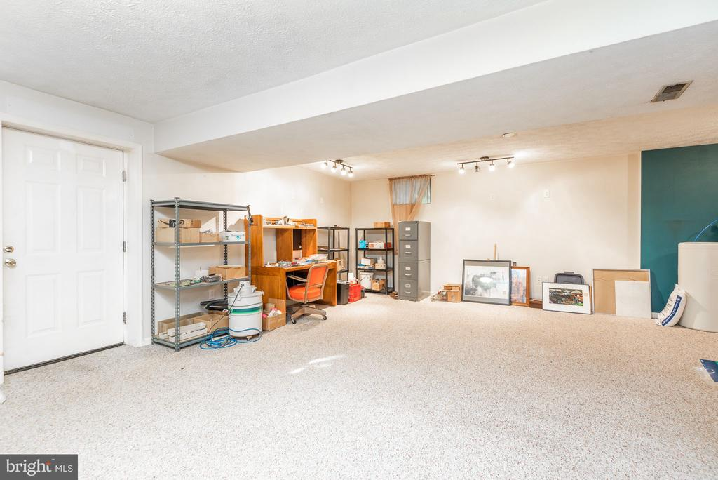 Oversized lower lvl rec room. Bring the pool table - 39 CONIFER CT, HARPERS FERRY