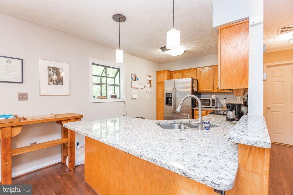 Updated kitchen boasting granite countertops - 39 CONIFER CT, HARPERS FERRY