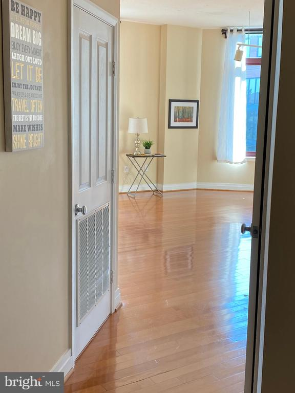 Step inside unit #316 and see what awaits you... - 1201 N GARFIELD ST #316, ARLINGTON