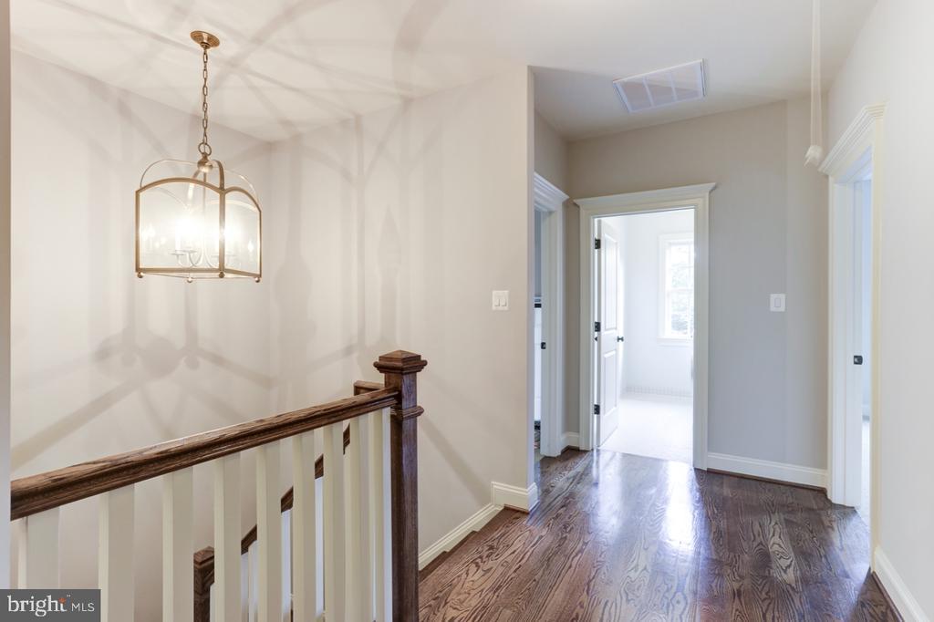 Upper Hallway - 4005 N RICHMOND ST, ARLINGTON