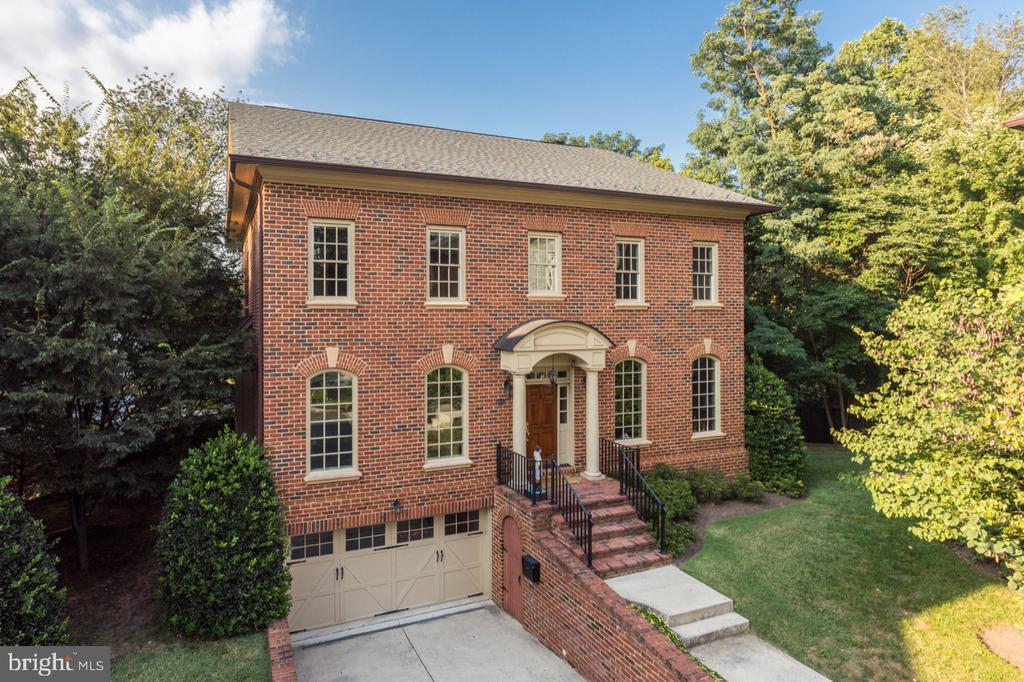 All-brick Colonial - 4005 N RICHMOND ST, ARLINGTON
