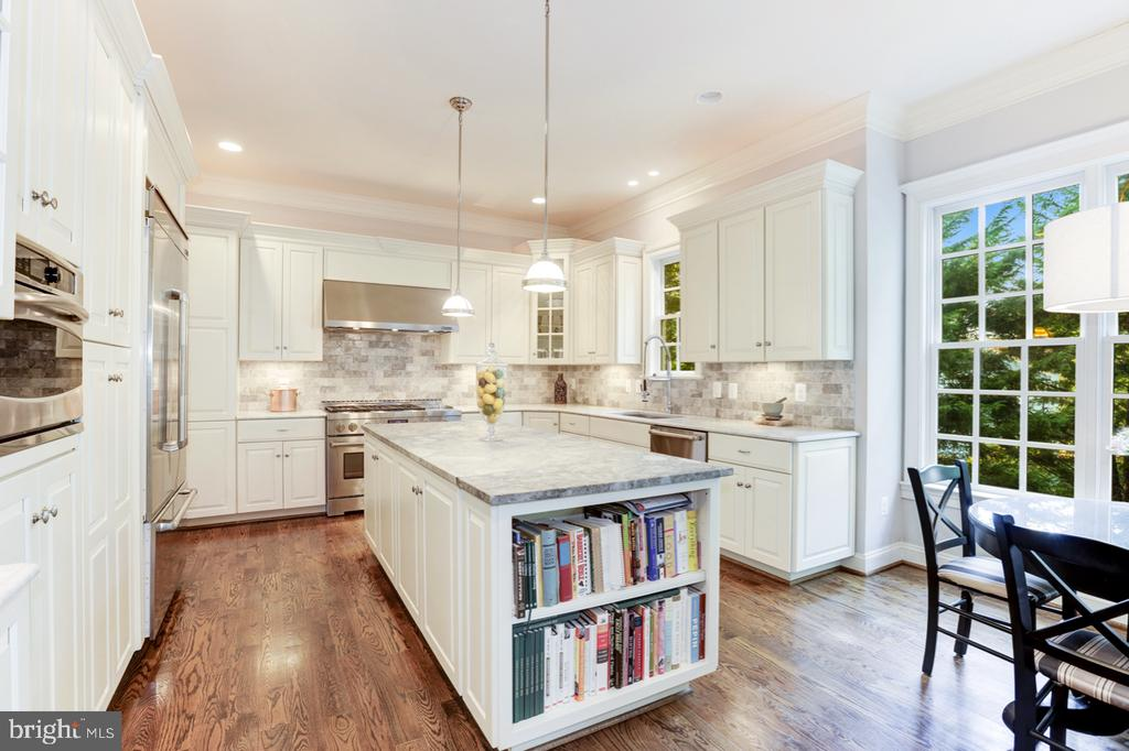 Gourmet Kitchen - Leathered Granite Countertops - 4005 N RICHMOND ST, ARLINGTON
