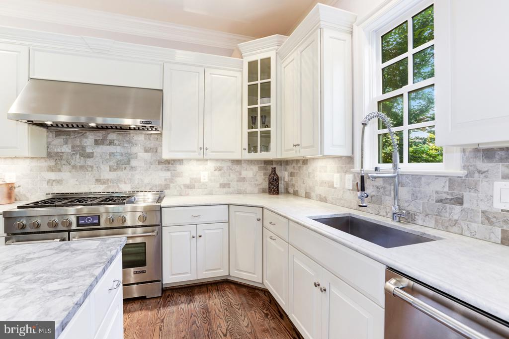 Gourmet Kitchen - 4005 N RICHMOND ST, ARLINGTON