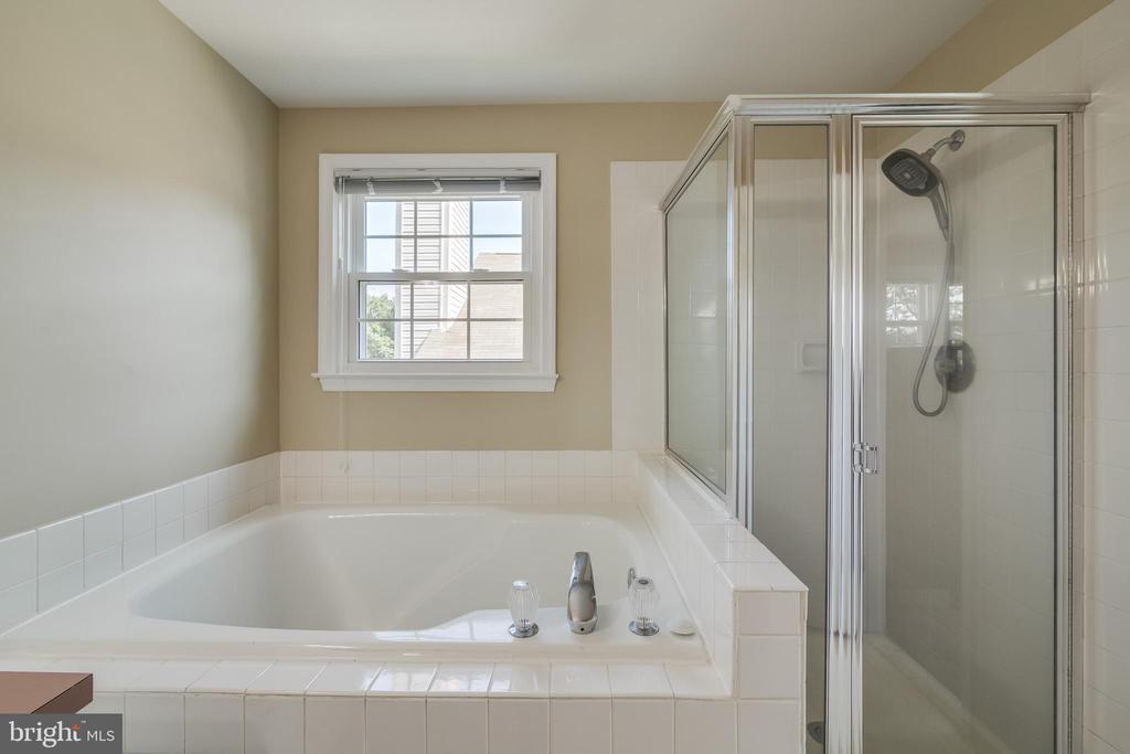 Master bath - 7586 CROSS GATE LN, ALEXANDRIA