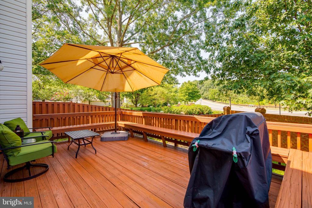 Back yard deck - 7586 CROSS GATE LN, ALEXANDRIA