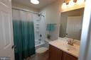 Lovely hall bath - 18728 POTOMAC STATION DR, LEESBURG