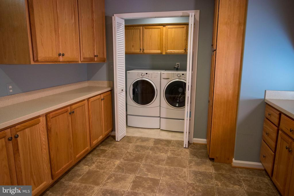 Laundry room and multi-purpose space. - 18728 POTOMAC STATION DR, LEESBURG