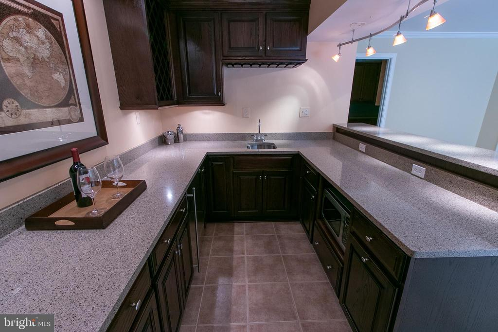 Sink, 2 mini refrigerators, microwave, wine racks! - 18728 POTOMAC STATION DR, LEESBURG