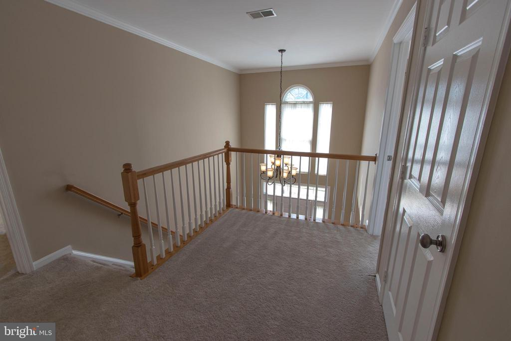 Loft area above the foyer! - 18728 POTOMAC STATION DR, LEESBURG