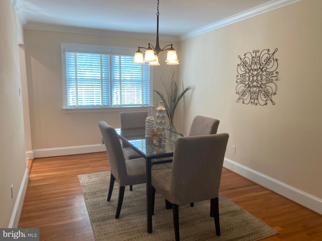 Dining room with views of back - 8333 BLOWING ROCK RD, ALEXANDRIA