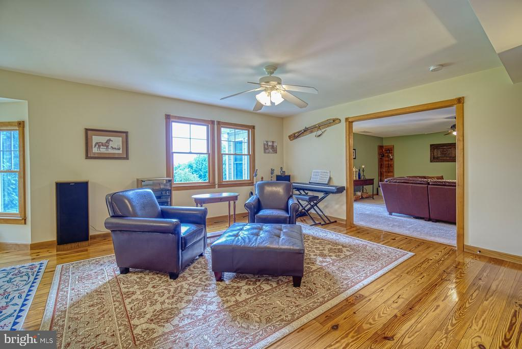 Lots of Light in this Custom Home - 12637 MOUNTAIN RD, LOVETTSVILLE