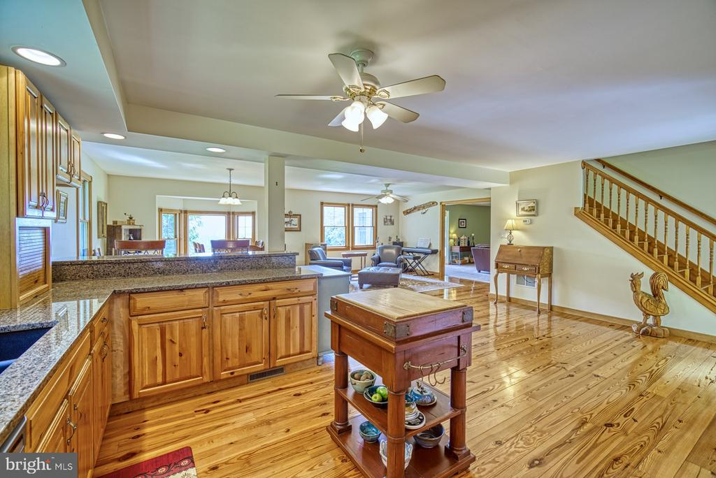 Light Filled Open Kitchen - 12637 MOUNTAIN RD, LOVETTSVILLE