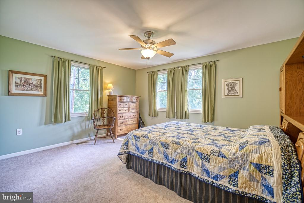 Upper Level - Bedroom 2 - 12637 MOUNTAIN RD, LOVETTSVILLE