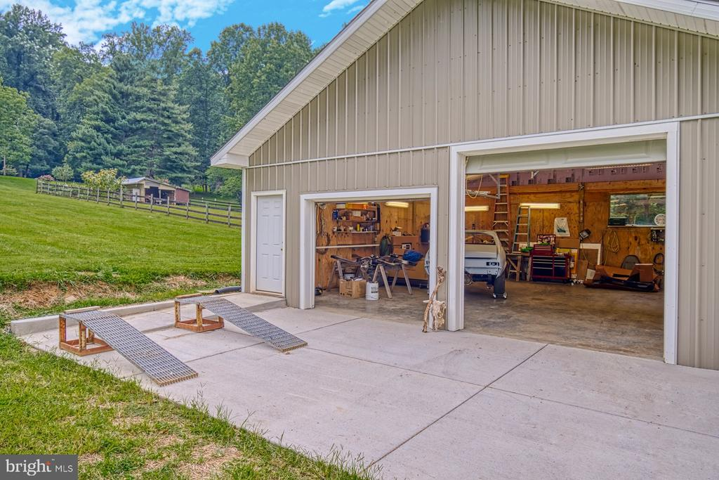 Auto-Enthusiast's Dream Shop - 12637 MOUNTAIN RD, LOVETTSVILLE