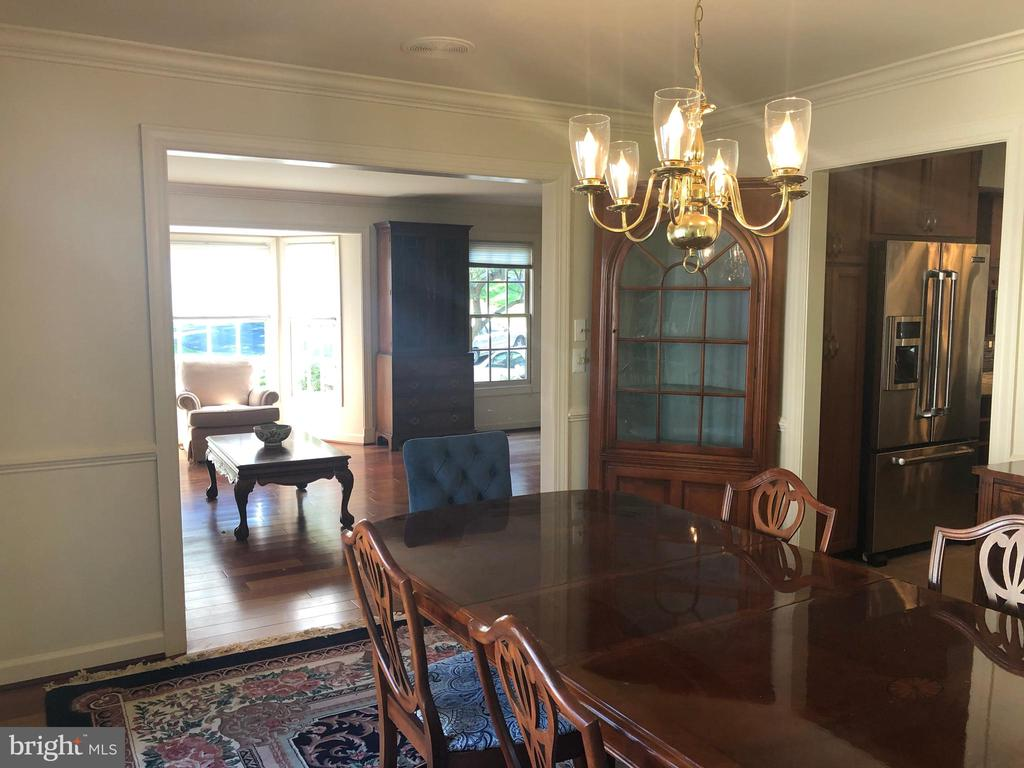 Spacious living and dining rooms - 20592 CUTWATER PL, STERLING