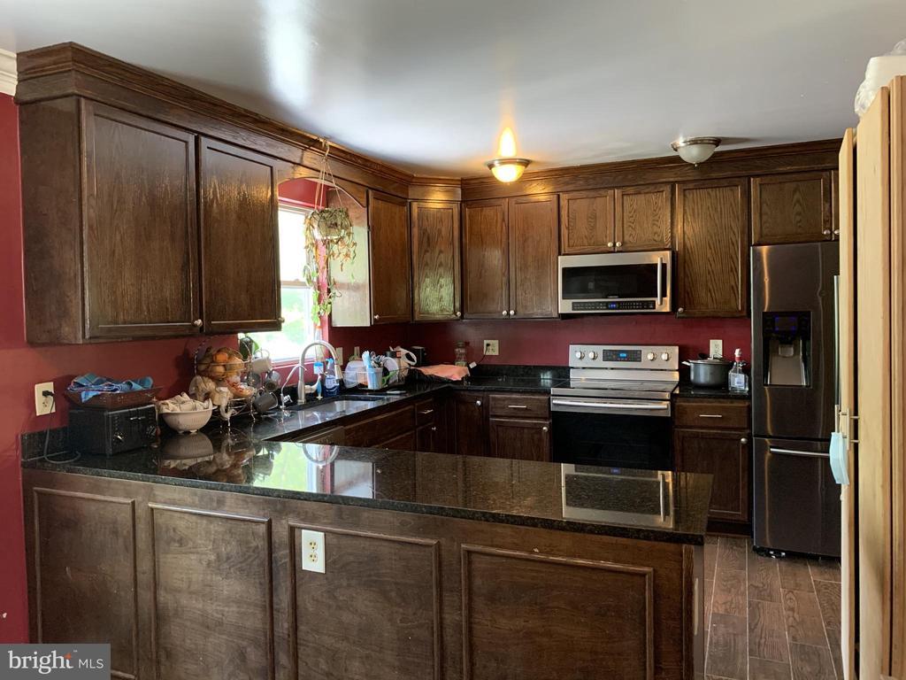 Kitchen - Other View - 9218 LANDGREEN ST, MANASSAS