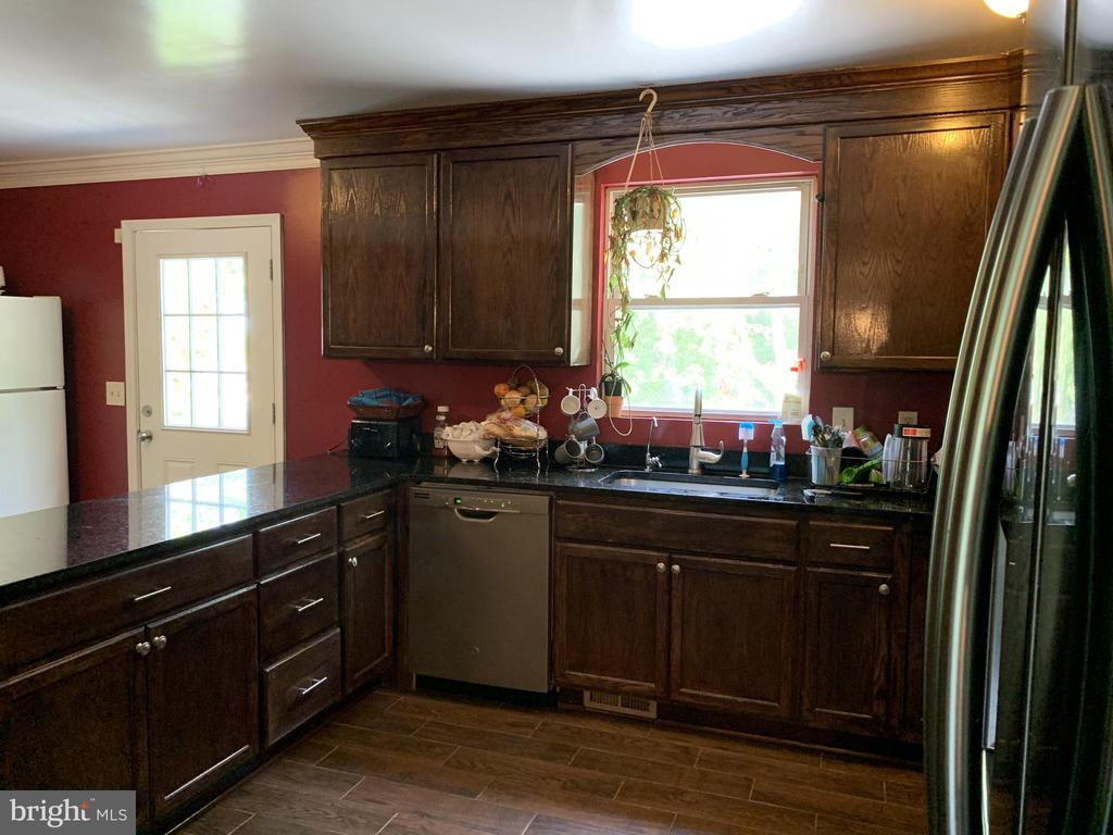 Granite Counters and Stainless Steel Appliances - 9218 LANDGREEN ST, MANASSAS