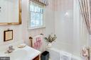 Master bath with bathtub - 6906 TOKEN VALLEY RD, MANASSAS