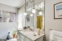 Main level full hall bath - shared by BR #2 + BR#3 - 6906 TOKEN VALLEY RD, MANASSAS