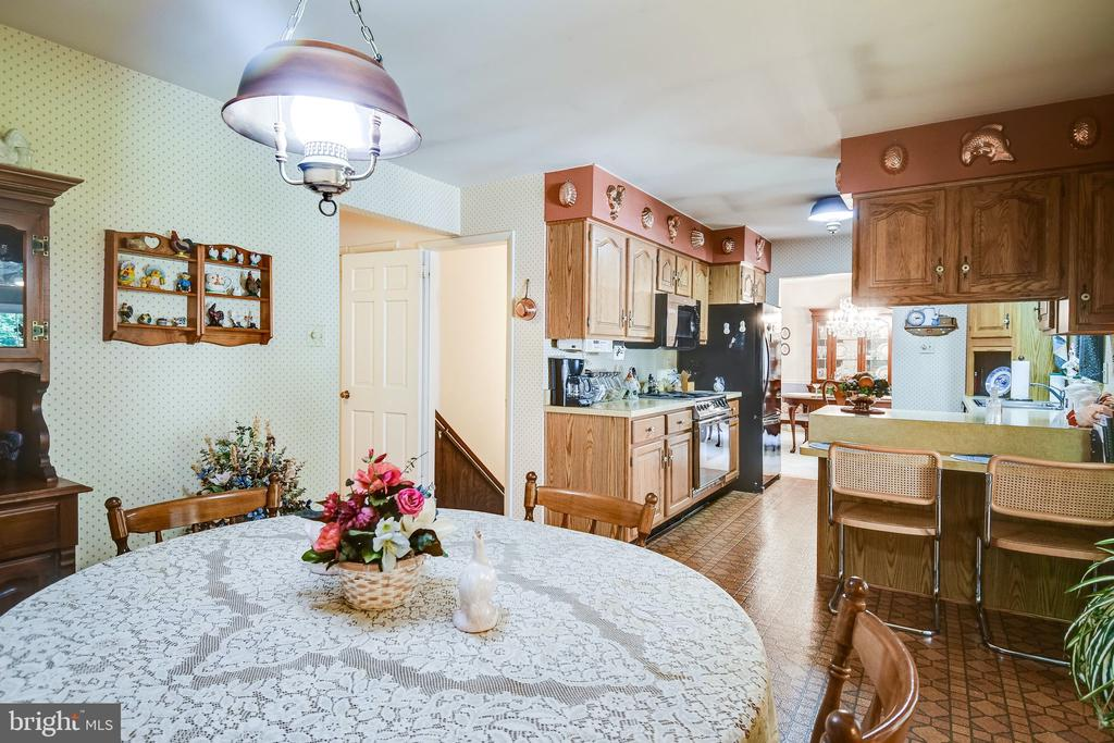 View from eat-in kitchen - 6906 TOKEN VALLEY RD, MANASSAS