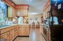 Country kitchen - 6906 TOKEN VALLEY RD, MANASSAS