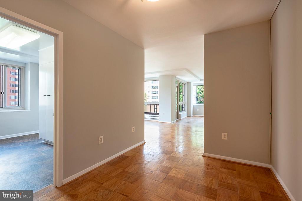 Stunning 2 bedroom / 2 bath condo - 4101 CATHEDRAL AVE NW #910, WASHINGTON