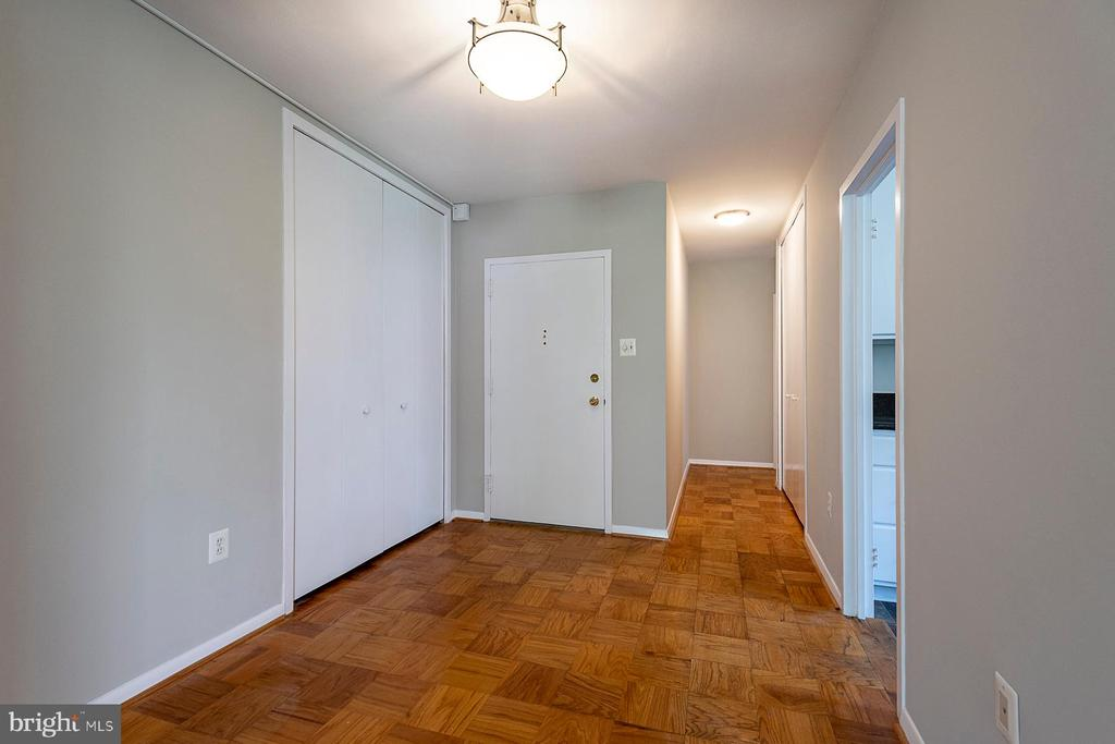 Approx 1500 SF. Welcoming Foyer - 4101 CATHEDRAL AVE NW #910, WASHINGTON
