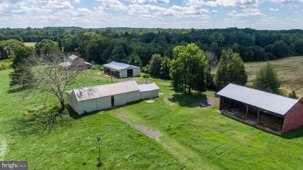 Machine shed and barn - 50 CEDAR OAKS LN, FREDERICKSBURG