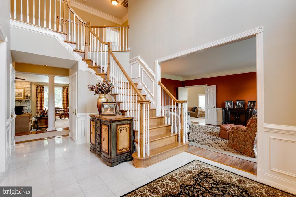 Foyer inviting you into the formal living room - 17765 BRAEMAR, LEESBURG