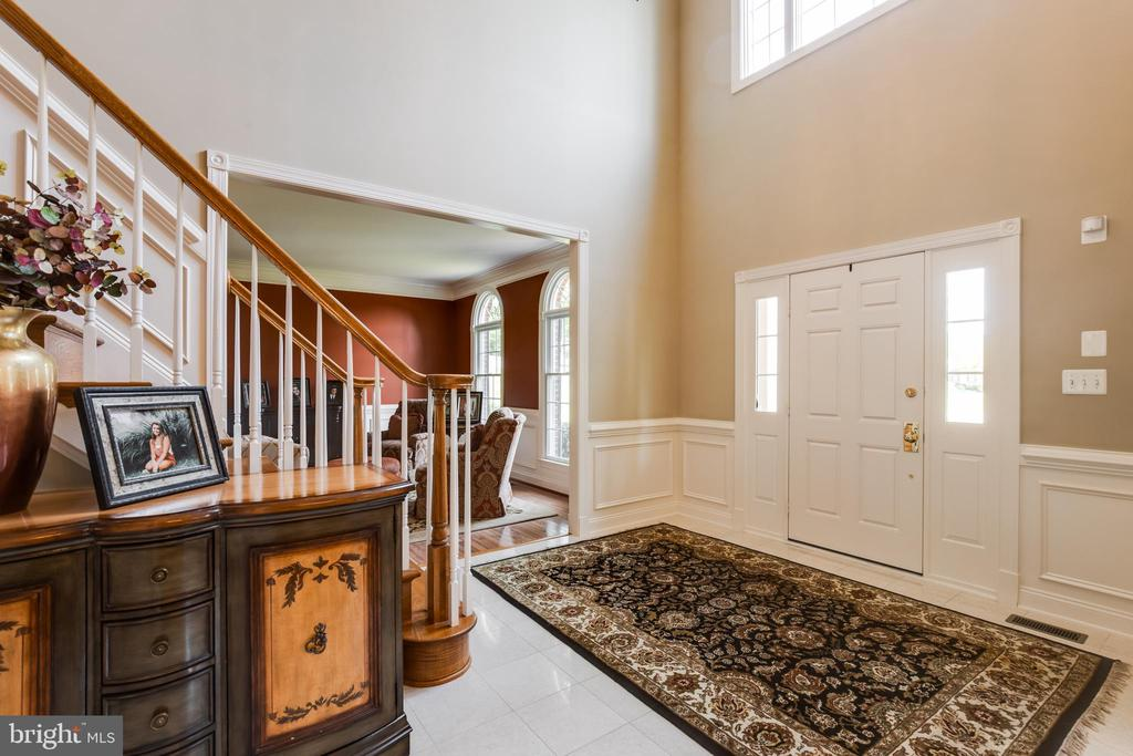 Beautiful open 2 story foyer - 17765 BRAEMAR, LEESBURG