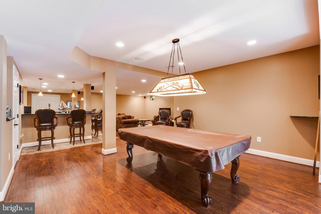 Lower level recreation room overlooking wet bar - 17765 BRAEMAR, LEESBURG