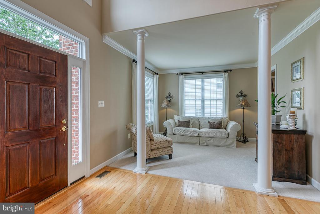 Bright Living Room - 3 ETERNITY CT, STAFFORD