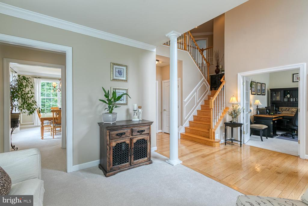 Living Room with Crown Molding - 3 ETERNITY CT, STAFFORD