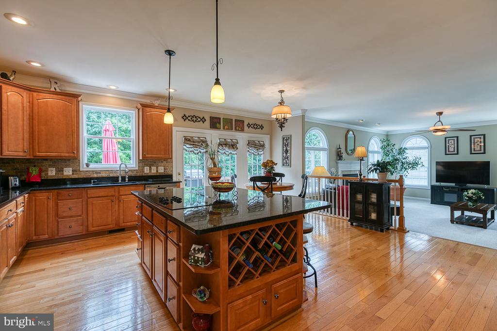 Large Gourmet Kitchen - 3 ETERNITY CT, STAFFORD