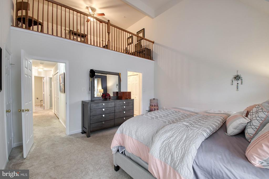 Master Bedroom with En-suite and Walk In Closet - 2406 RIPPLING BROOK RD, FREDERICK
