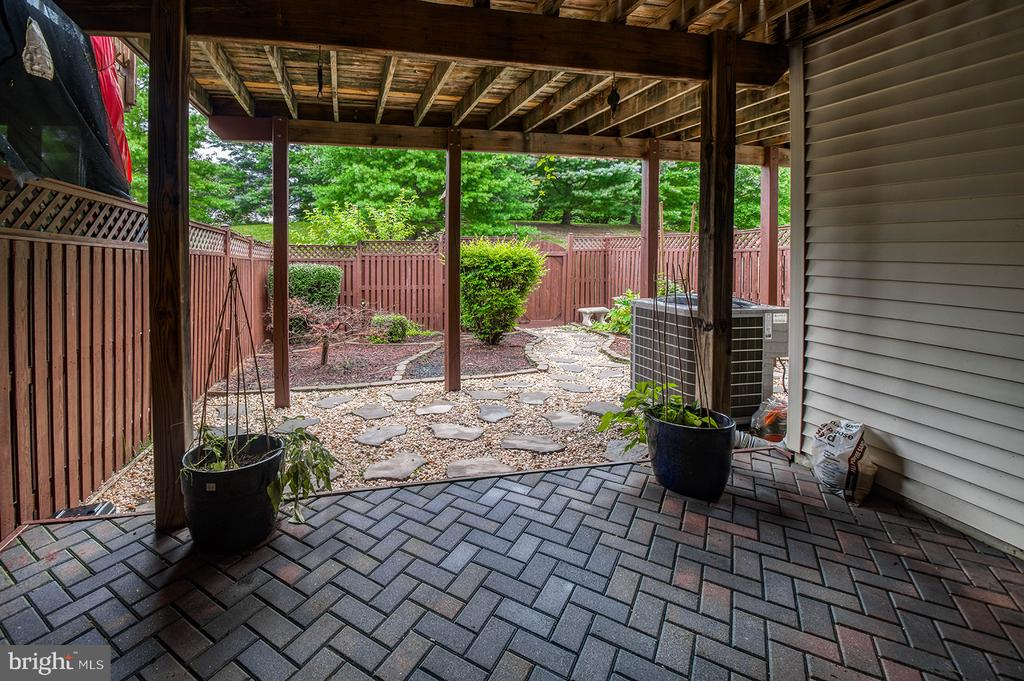 Privacy Fence & Nicely Landscaped - 2406 RIPPLING BROOK RD, FREDERICK
