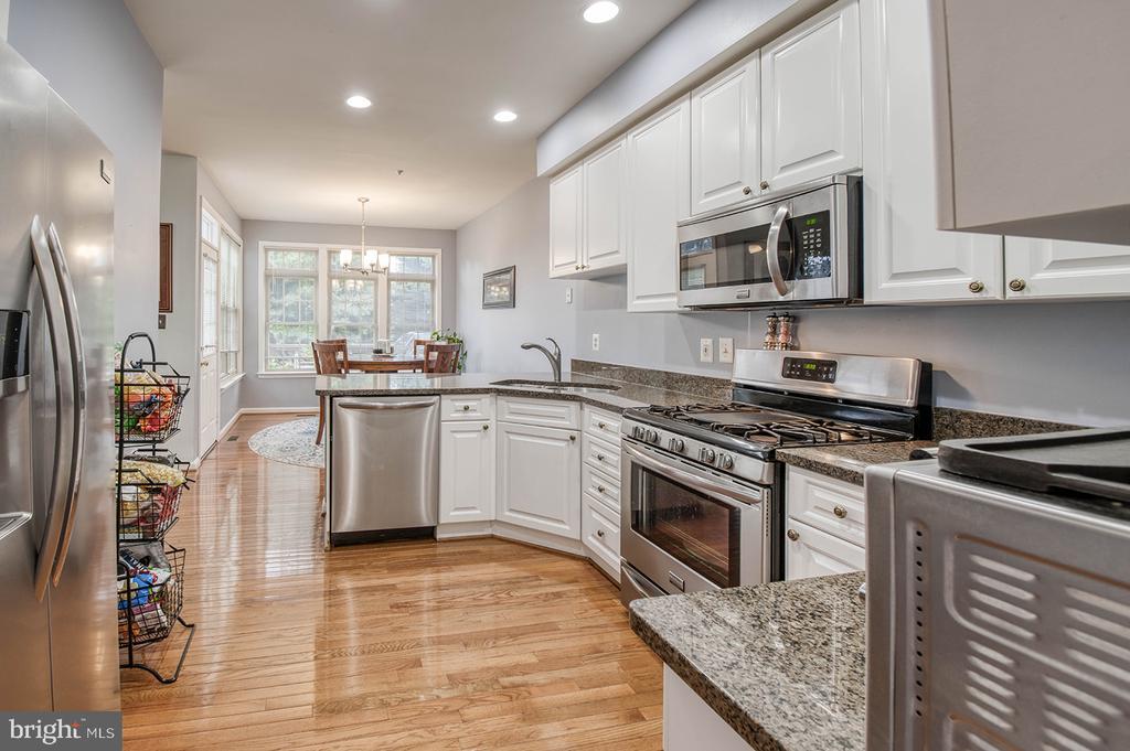 Recessed Lighting & Hardwood Floors - 2406 RIPPLING BROOK RD, FREDERICK