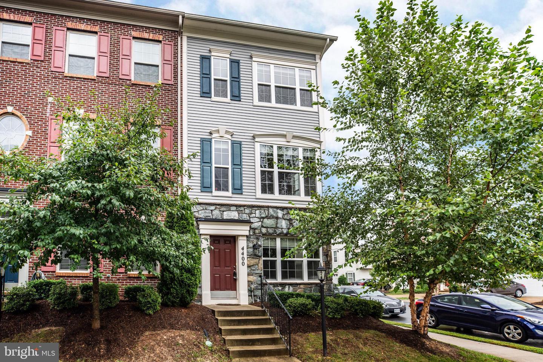 Single Family Homes para Venda às Triangle, Virginia 22172 Estados Unidos