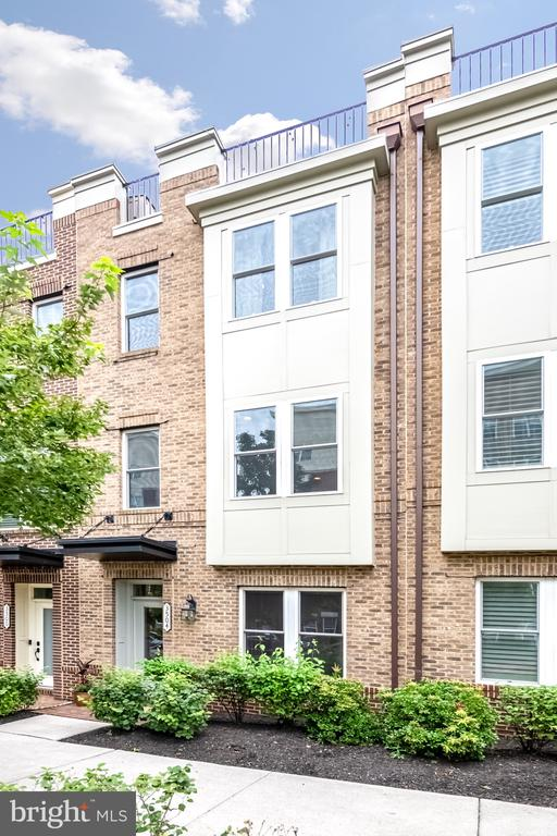 Gorgeous 4 Level Townhome at 3400 Pike - 3504 11TH ST S, ARLINGTON