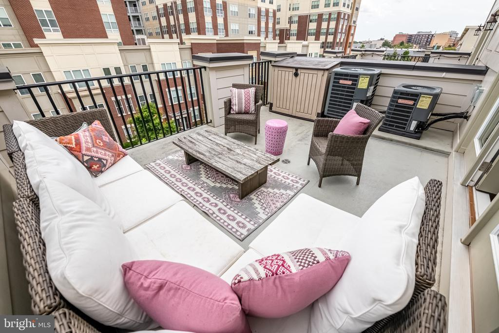4th level deck with Washington Monument views - 3504 11TH ST S, ARLINGTON